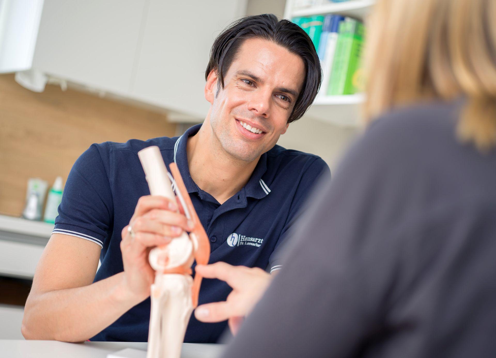 Kniebehandlung - Hausarzt Dr. Lassacher